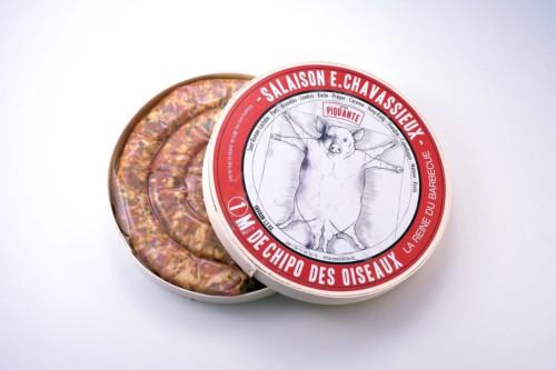Emmanuel-Chavassieux-Salaison-Coutellerie-boutique-cuire-1m-boite-ouverte-saucisse-chipo-oiseaux