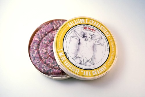 Emmanuel-Chavassieux-Salaison-Coutellerie-boutique-cuire-1m-boite-ouverte-saucisse-graines-cochon