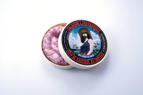 Emmanuel-Chavassieux-Salaison-Coutellerie-boutique-cuire-48cm-boite-ouverte-saucisse-capres-linosa