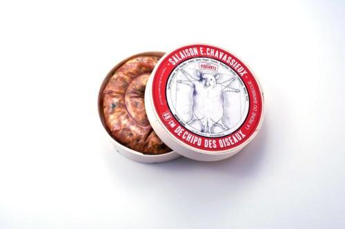 Emmanuel-Chavassieux-Salaison-Coutellerie-boutique-cuire-48cm-boite-ouverte-saucisse-chipo-oiseaux