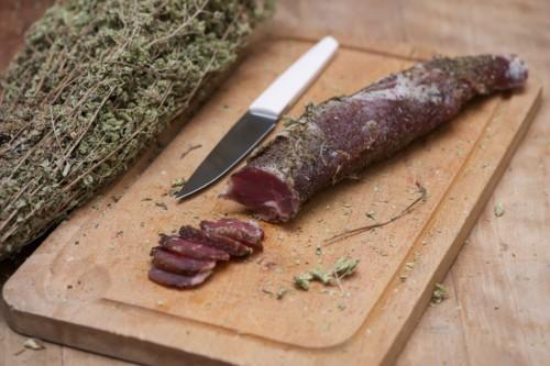 Emmanuel-Chavassieux-Salaison-Coutellerie-boutique-saucisse-sec-filet-mignon-origan-couteau-ec1